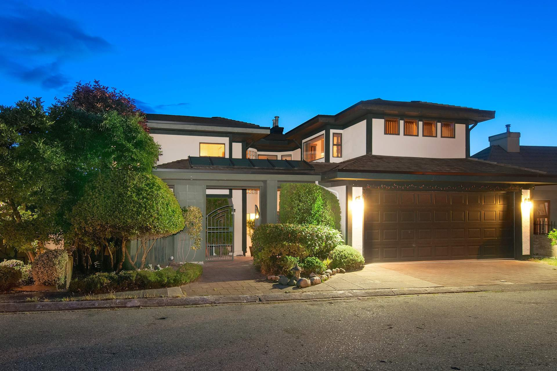 Spectacular Remodelled Upper Caulfeild Oceanview Residence!