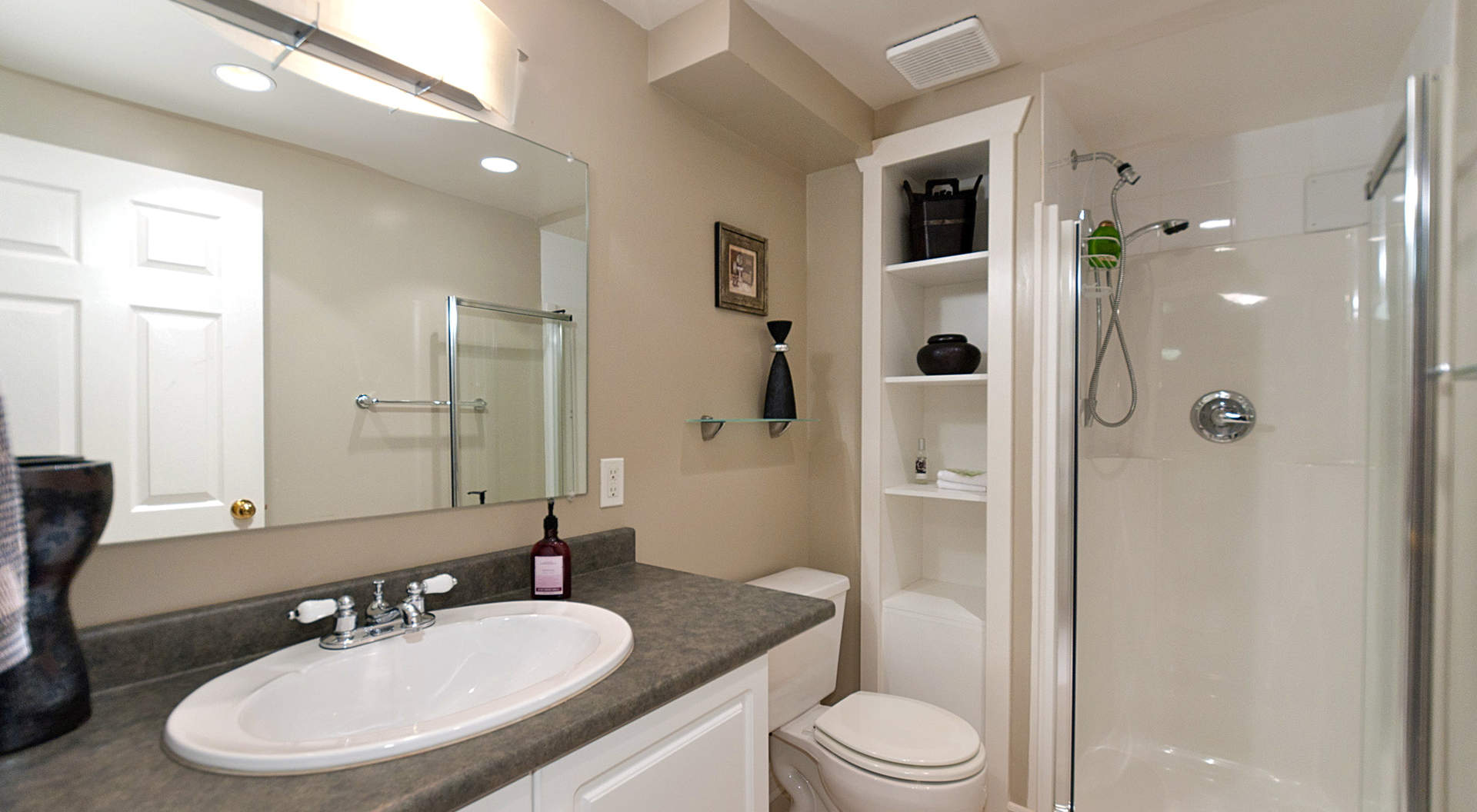 Guest Bathroom in Suite