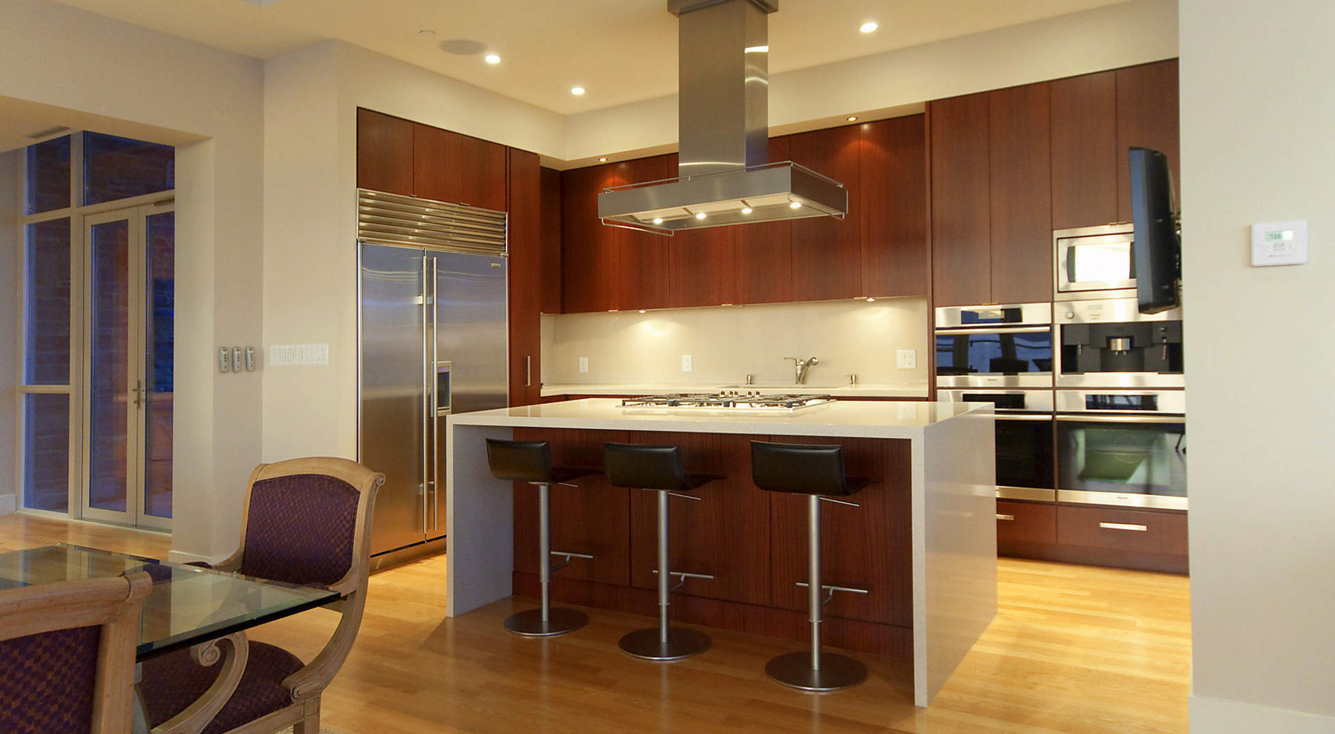 Kitchen & Breakfast Bar