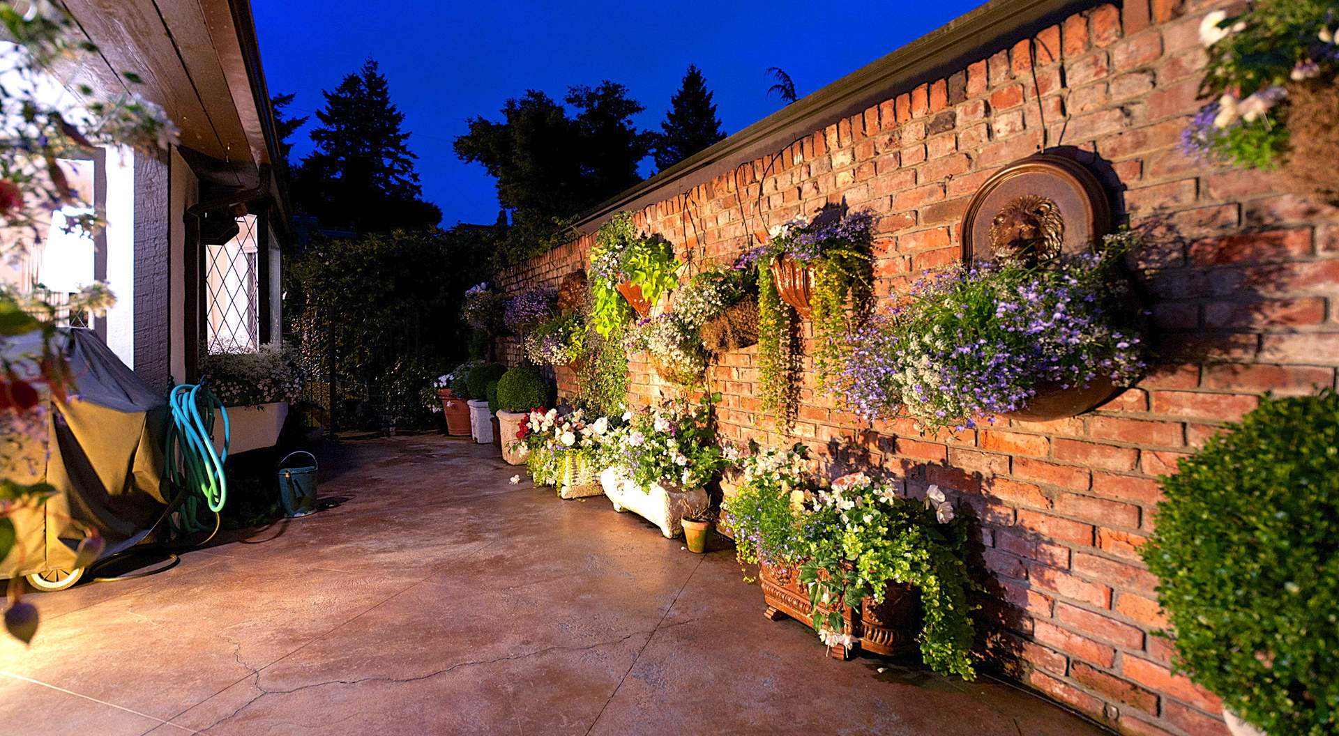 Sensational Gardens & Intimate Patios
