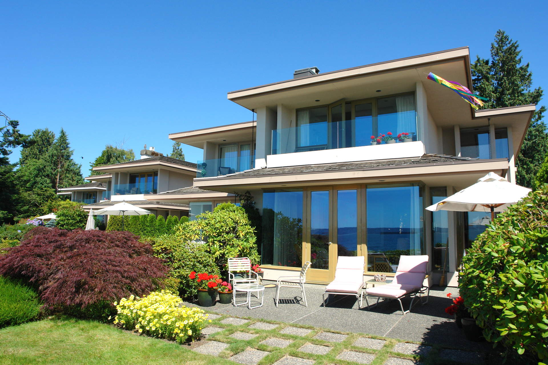 Spectacular Dundarave Waterfront - Duplex Designed by Hollingsworth!