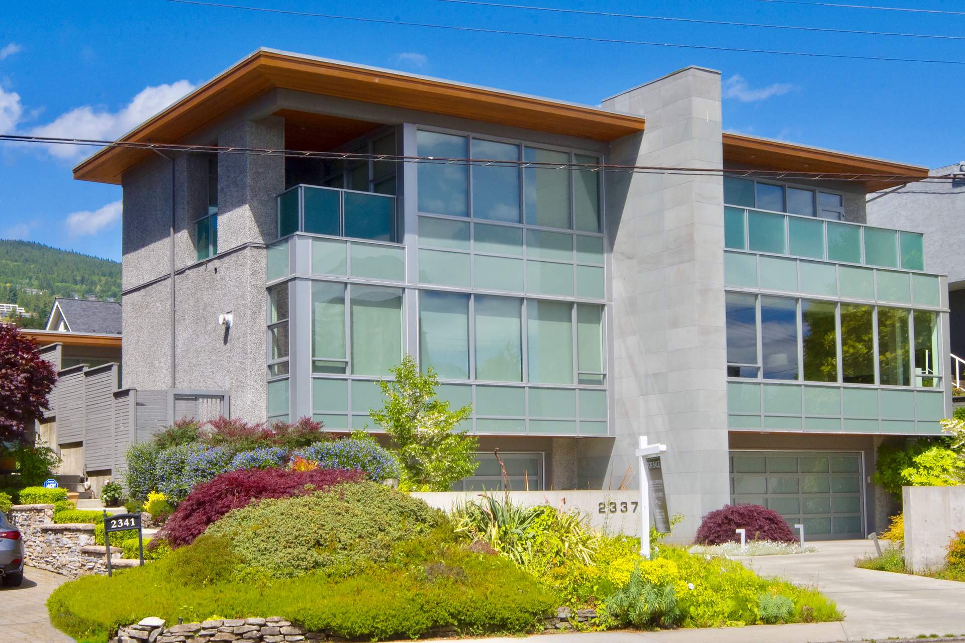 Spectacular Contemporary Duplex in Dundarave with Ocean Views!
