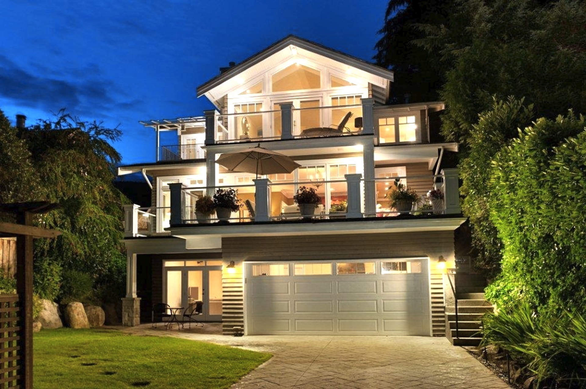 A GORGEOUS NEWER FAMILY RESIDENCE IN AMBLESIDE