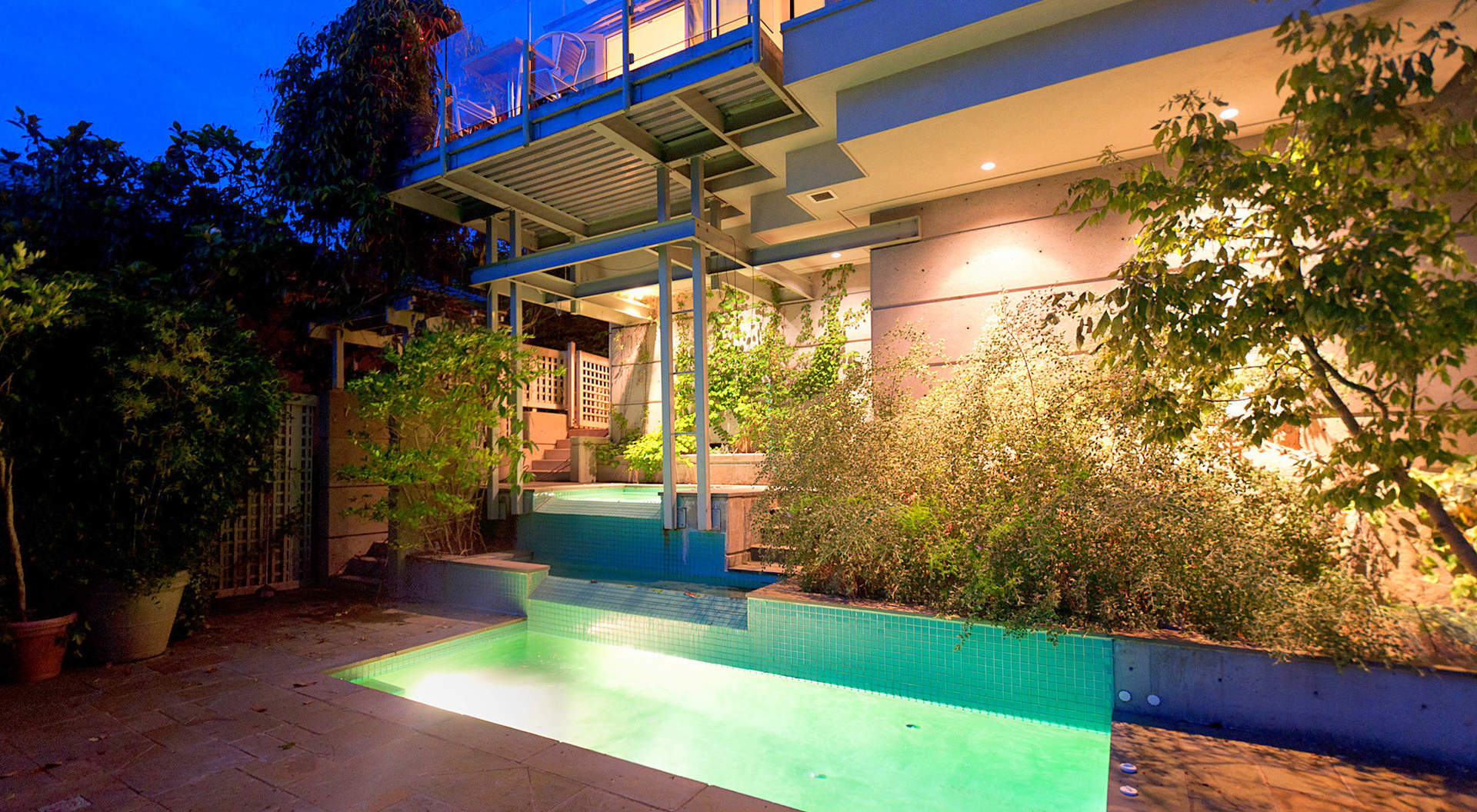 Fabulous Outdoor Plunge Pool & Hot Tub