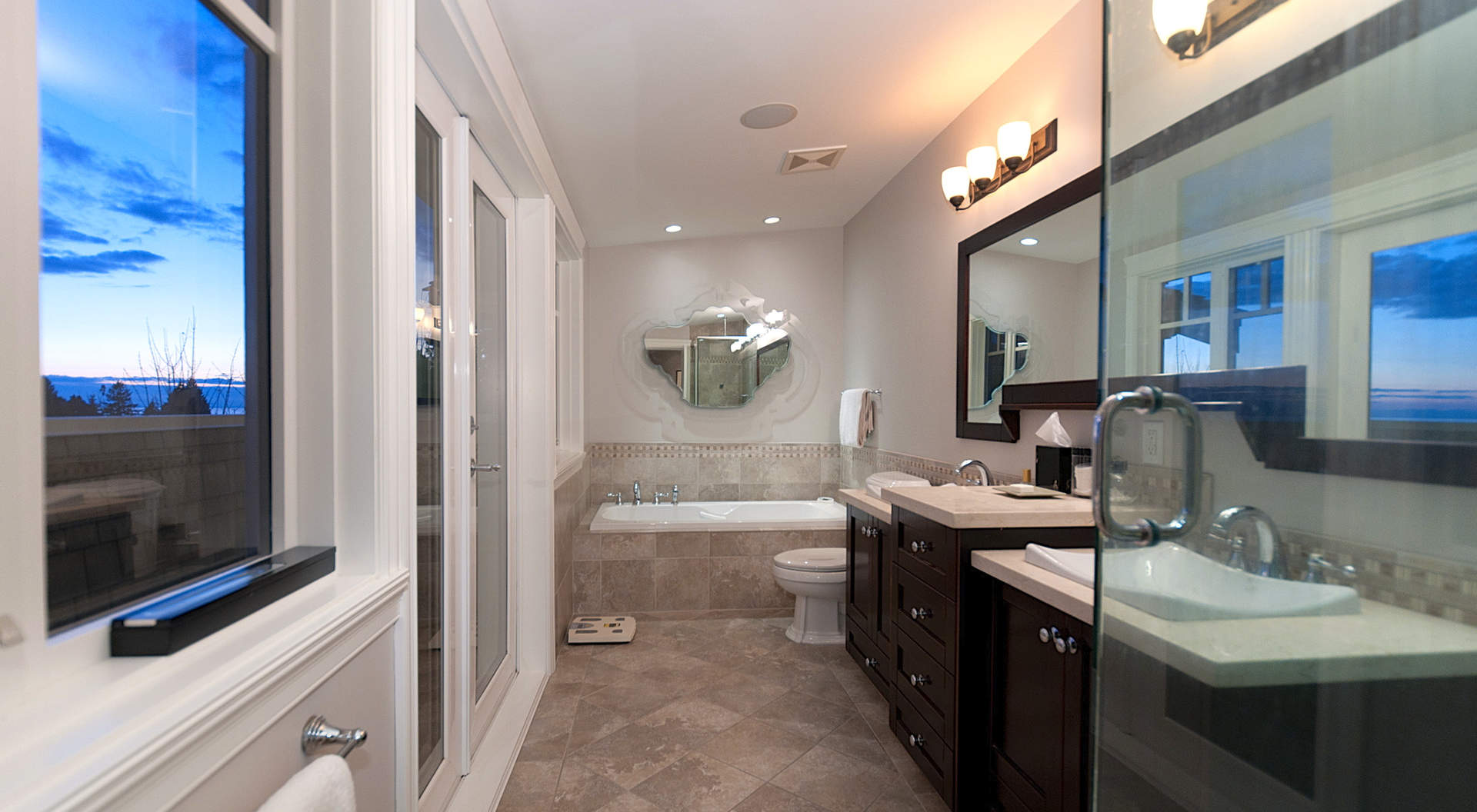 Sensational Master Ensuite with Soaker Tub and Walk-in Shower