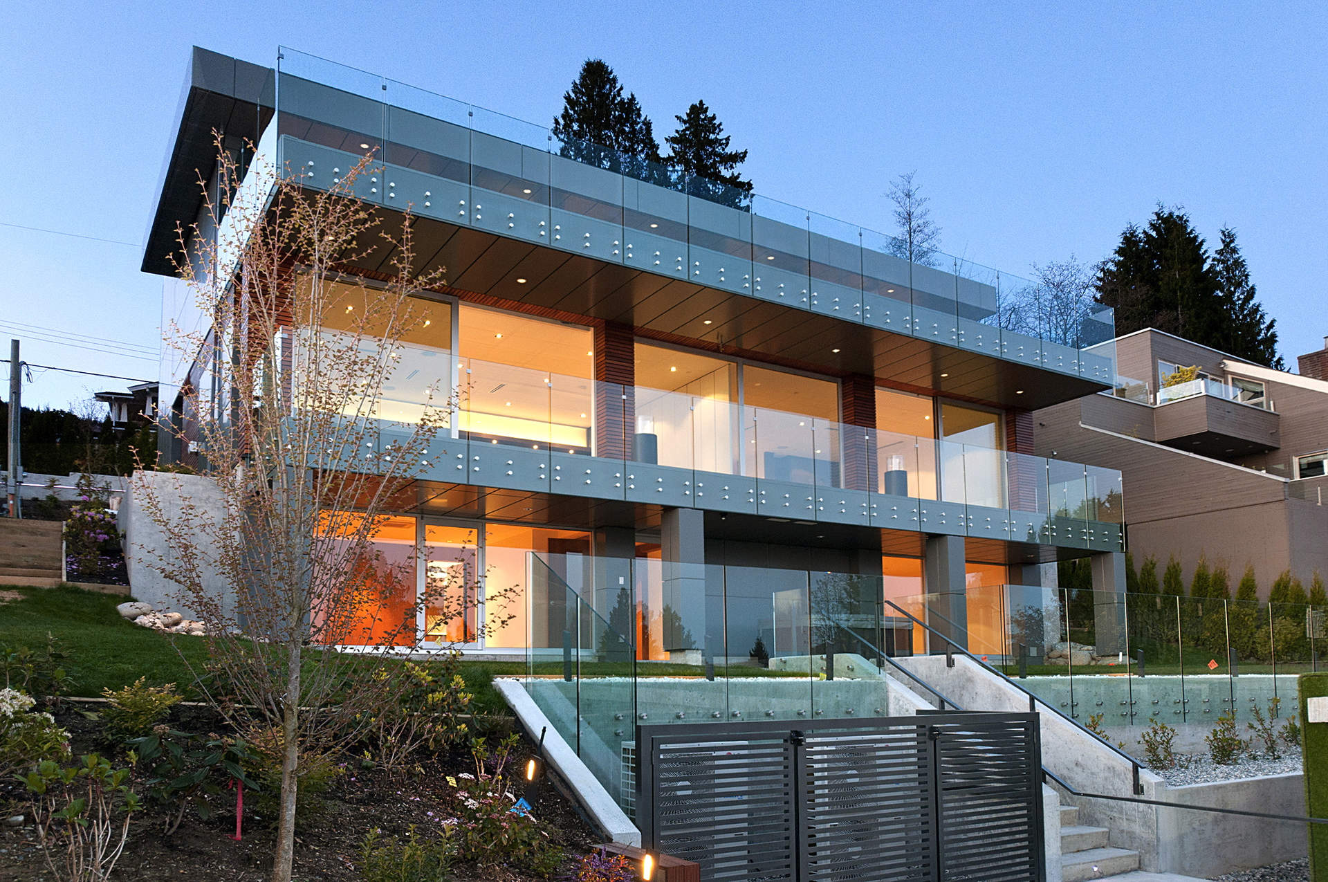 "New Contemporary Residence with Spectacular Oceanviews Recently Featured in ""DESIGN BUREAU""!!"