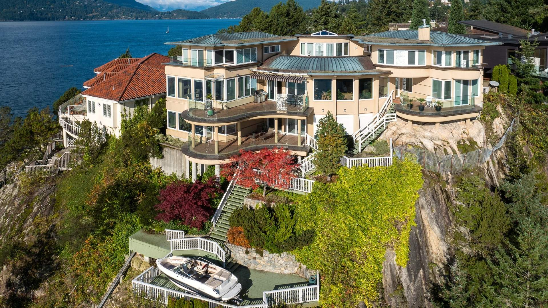 World Class Waterfront with Private Boat Launch & Submersible Power Dock