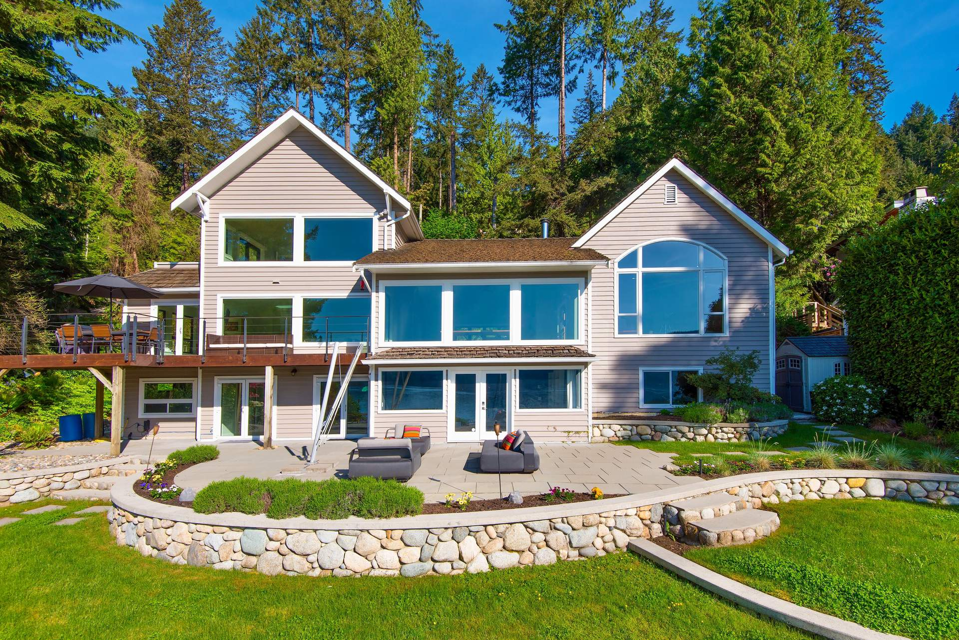 SPECTACULAR NEWLY RENOVATED WATERFRONT RESIDENCE WITH MOORAGE FOR 50' YACHT