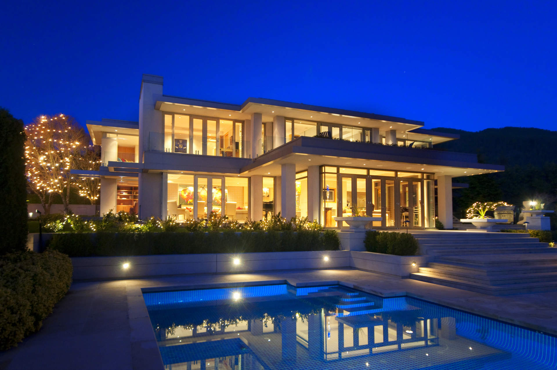 Sophisticated Contemporary Residence!