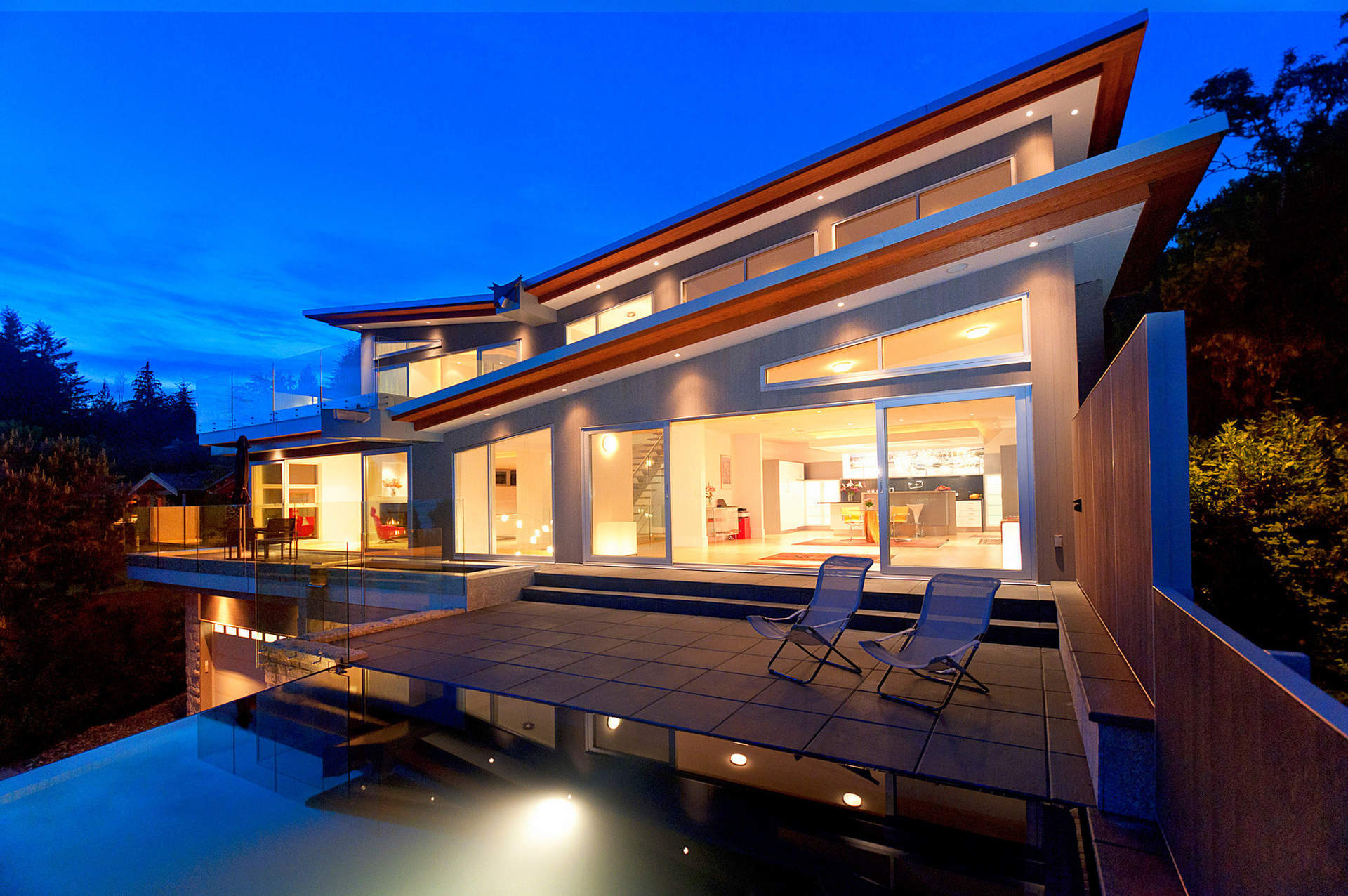 Spectacular Contemporary View Residence in West Bay!