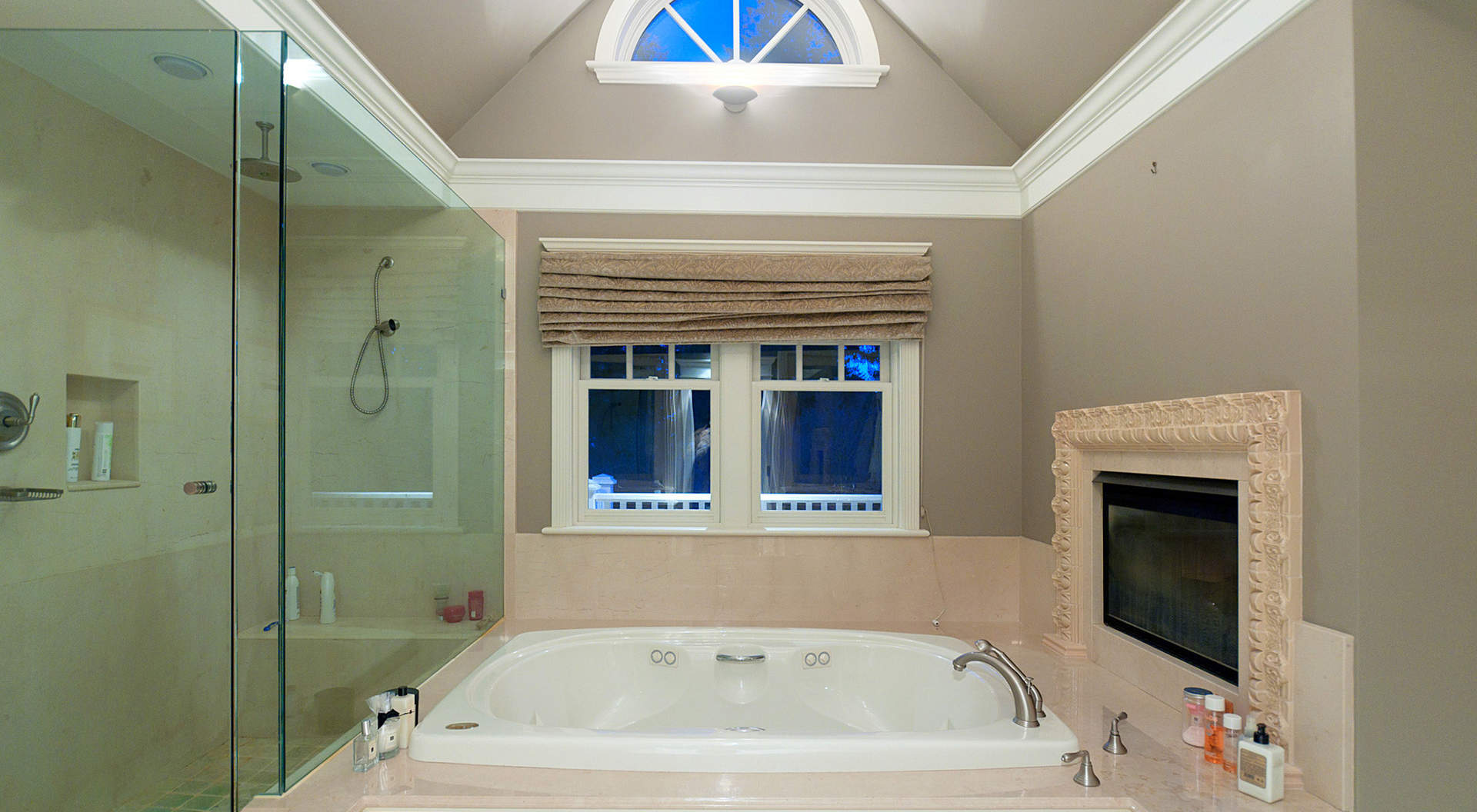 Gorgeous Master Ensuite with Fireplace
