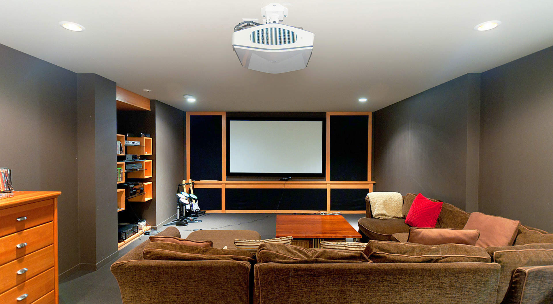 Medios / Room Theater