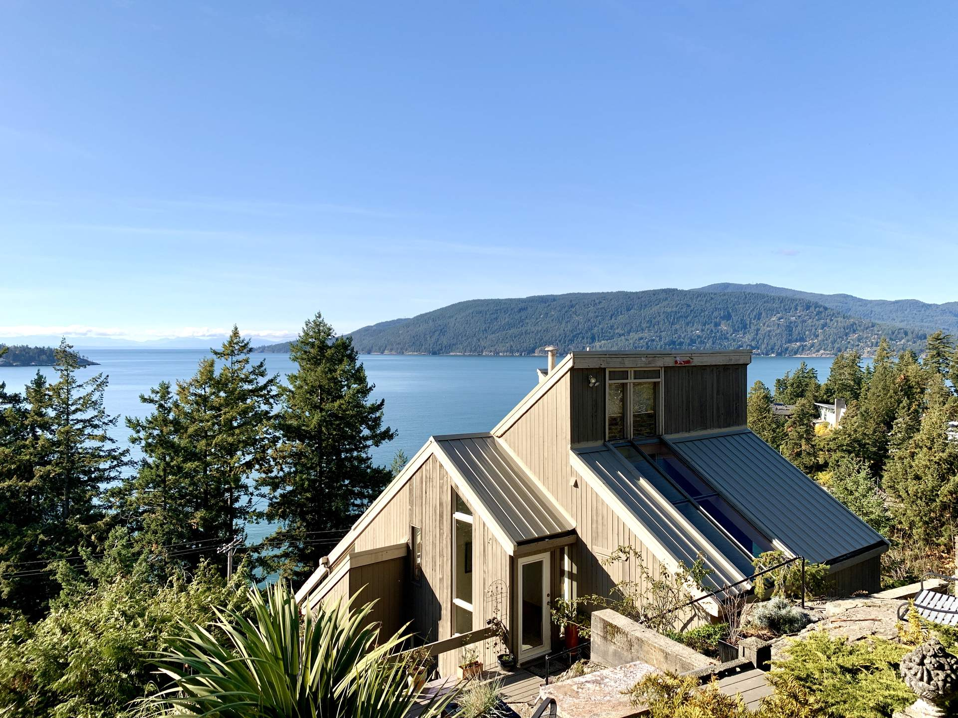 Sensational West Coast Setting with Dramatic Ocean & Island Views