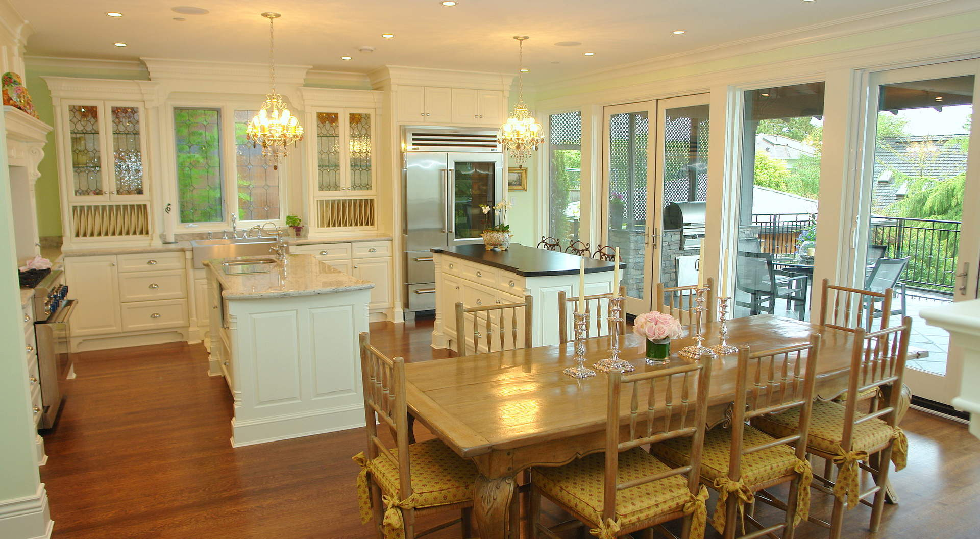 Spectacular Gourmet Island Kitchen and Eating Area