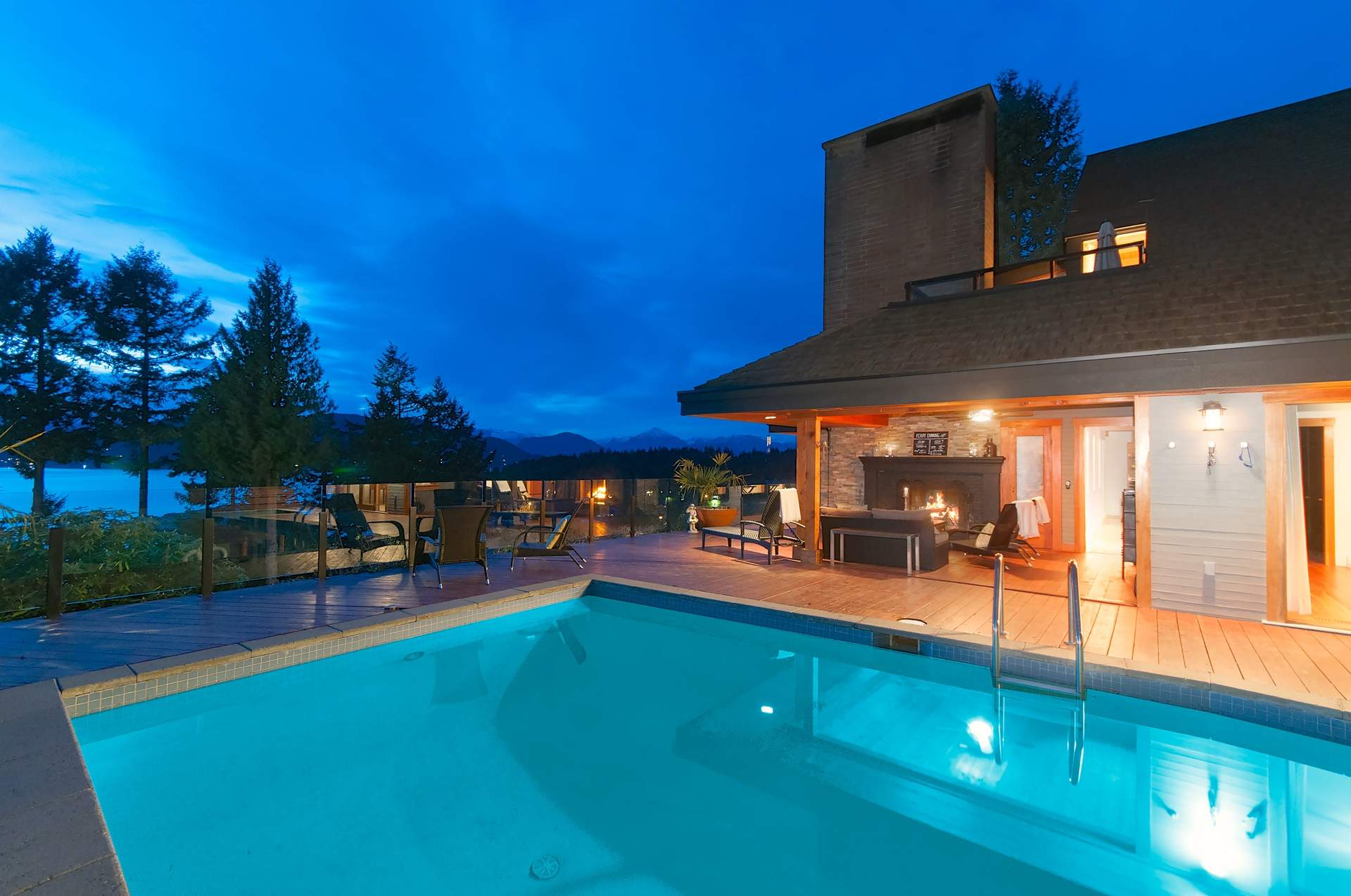Stunning Contemporary Residence Offering The Finest In West Coast Living