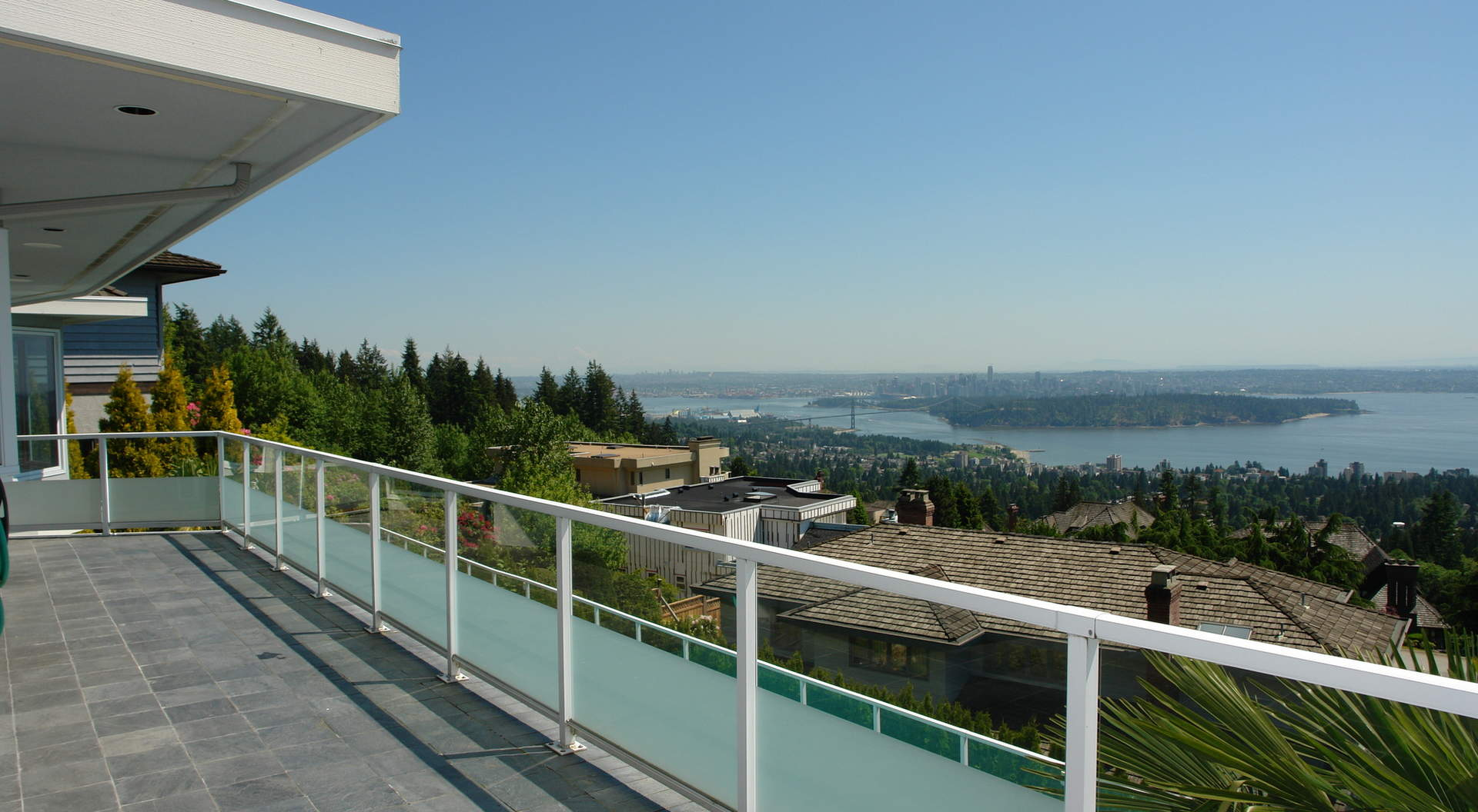 Large Outdoor Sundeck Overlooking Views