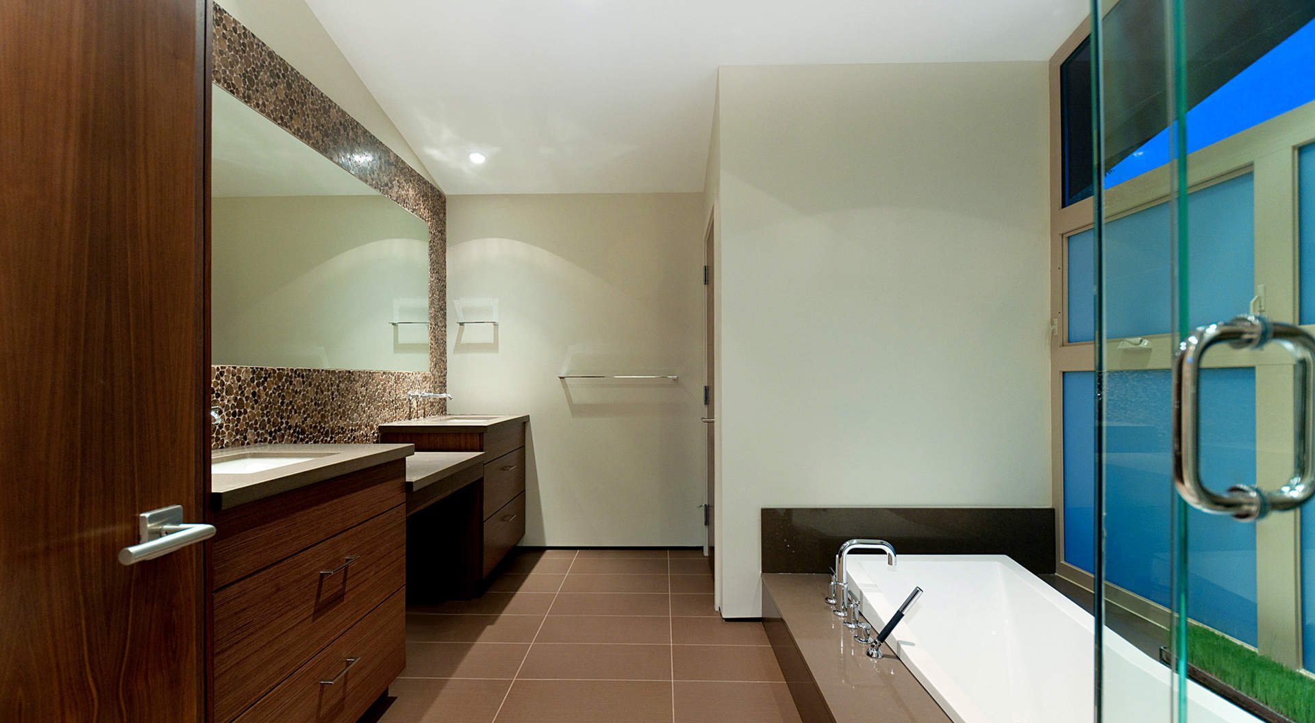 Spa-Like Master Ensuite with walk-in Shower and Large Soaker Tub