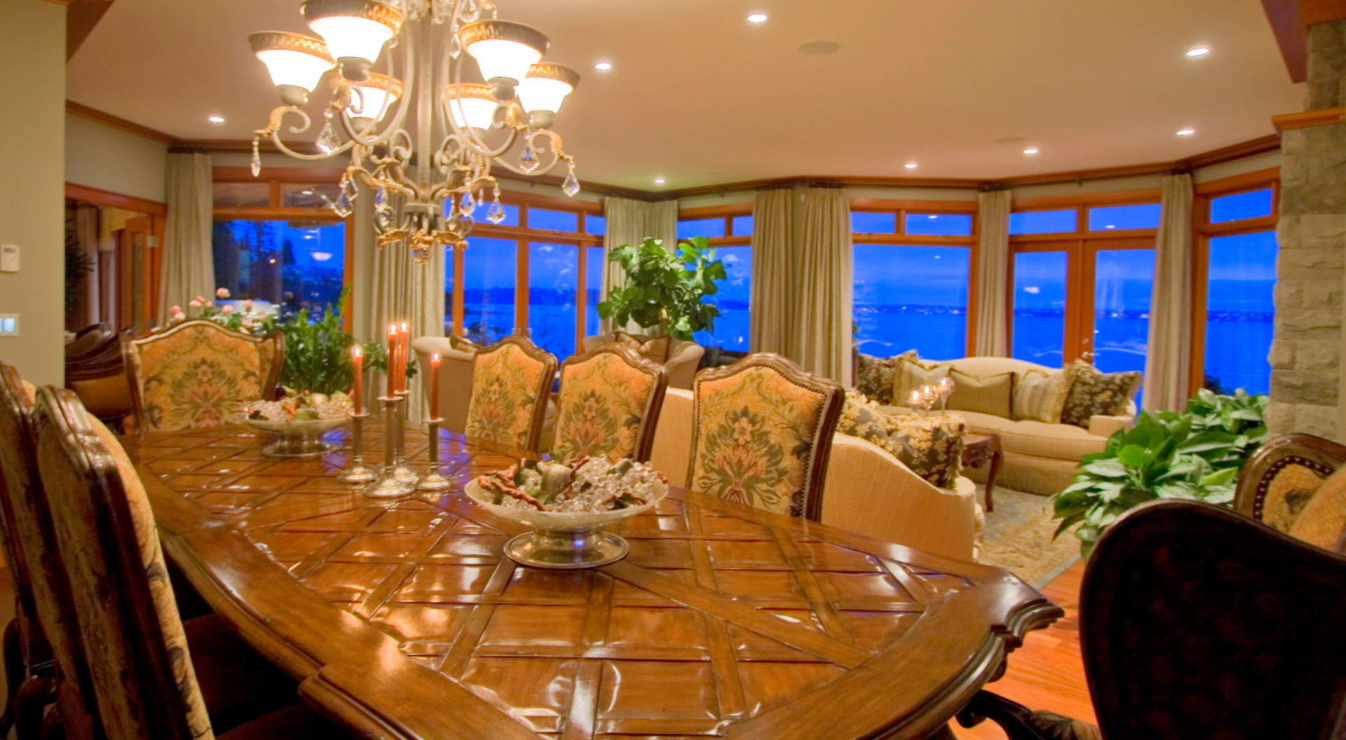 Large Entertainment Sized Dining Room