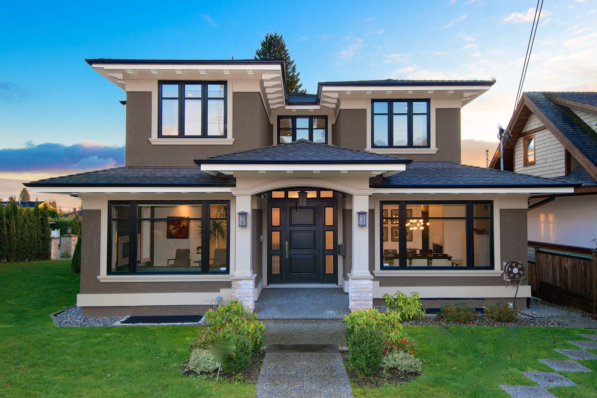Spectacular Newer Contemporary with Ocean Views in Lower Ambleside