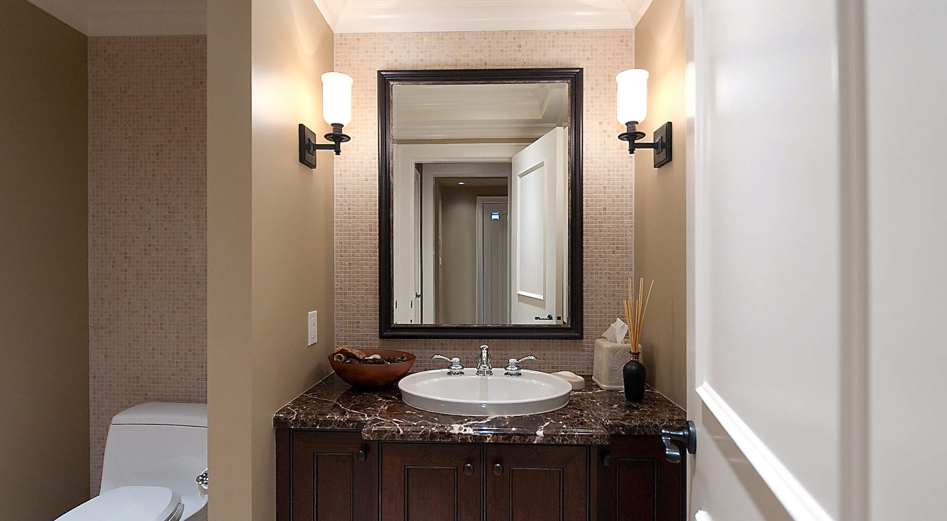Elegante Powder Room