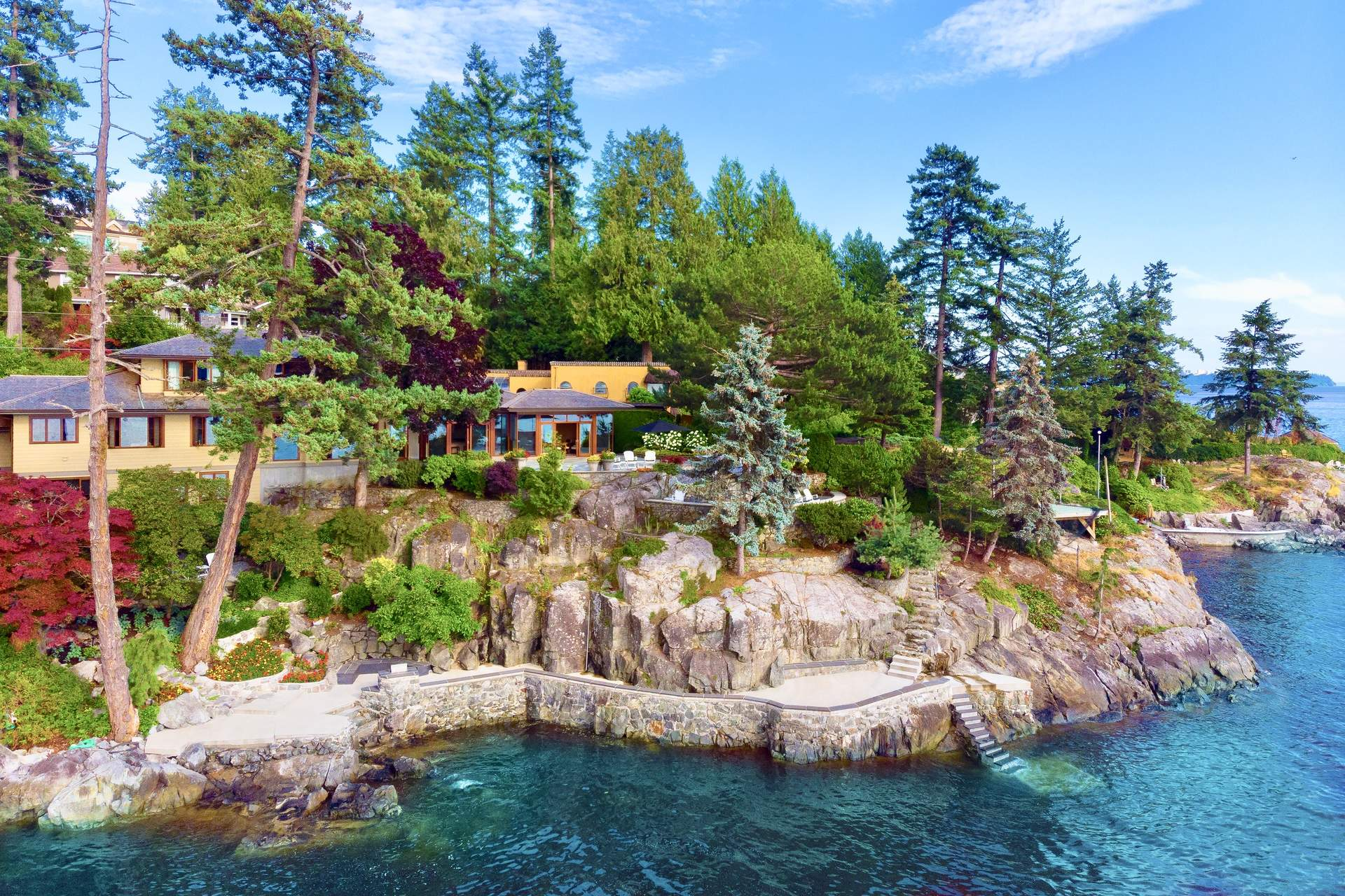 Rare and Exclusive Waterfront Residence