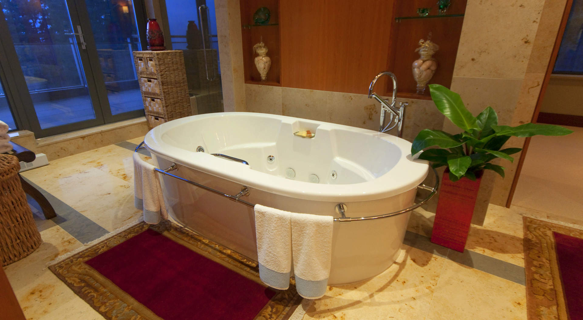 Master Ensuite - Jetted Soaker Tub