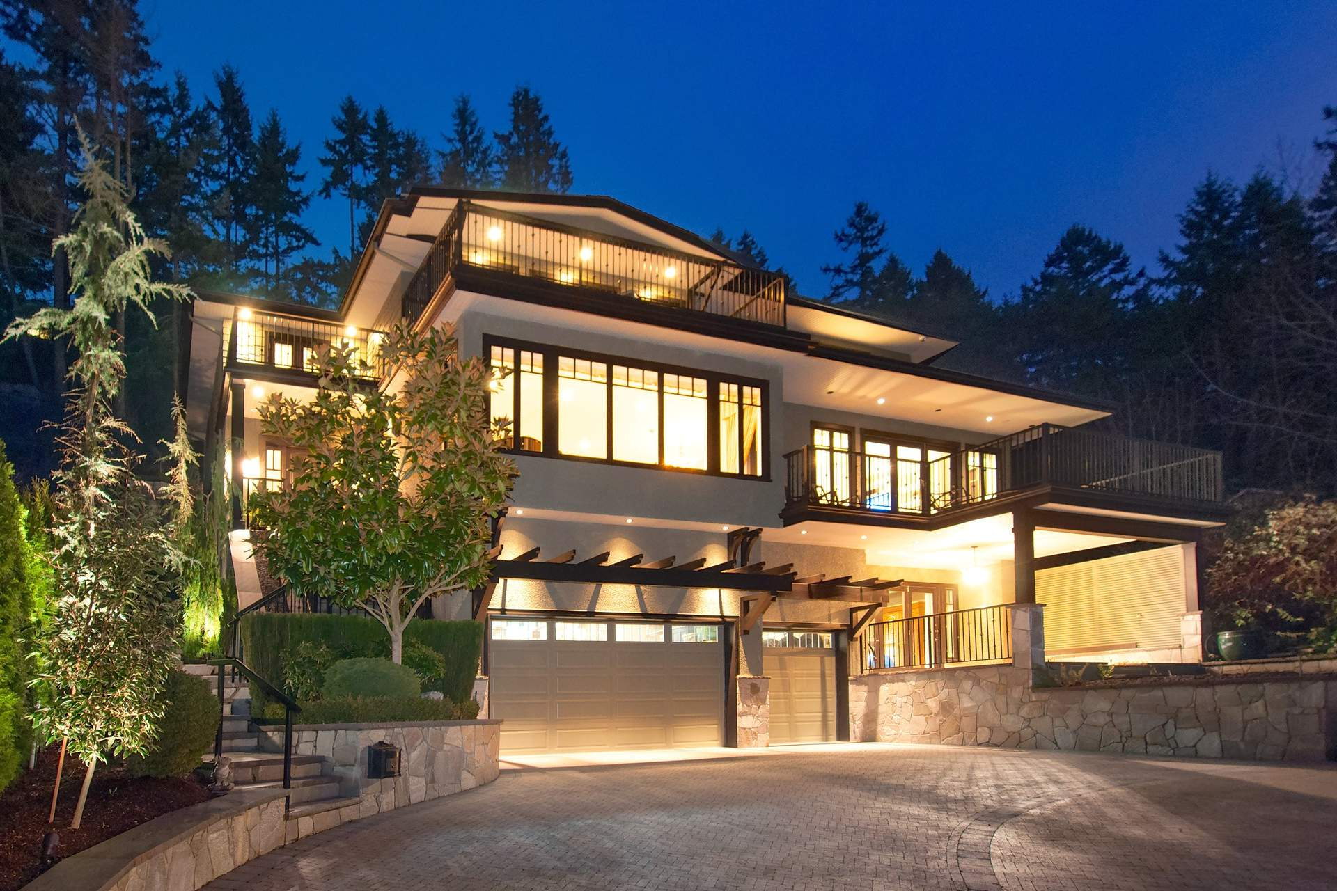 Spectacular West Bay Custom Family Residence!