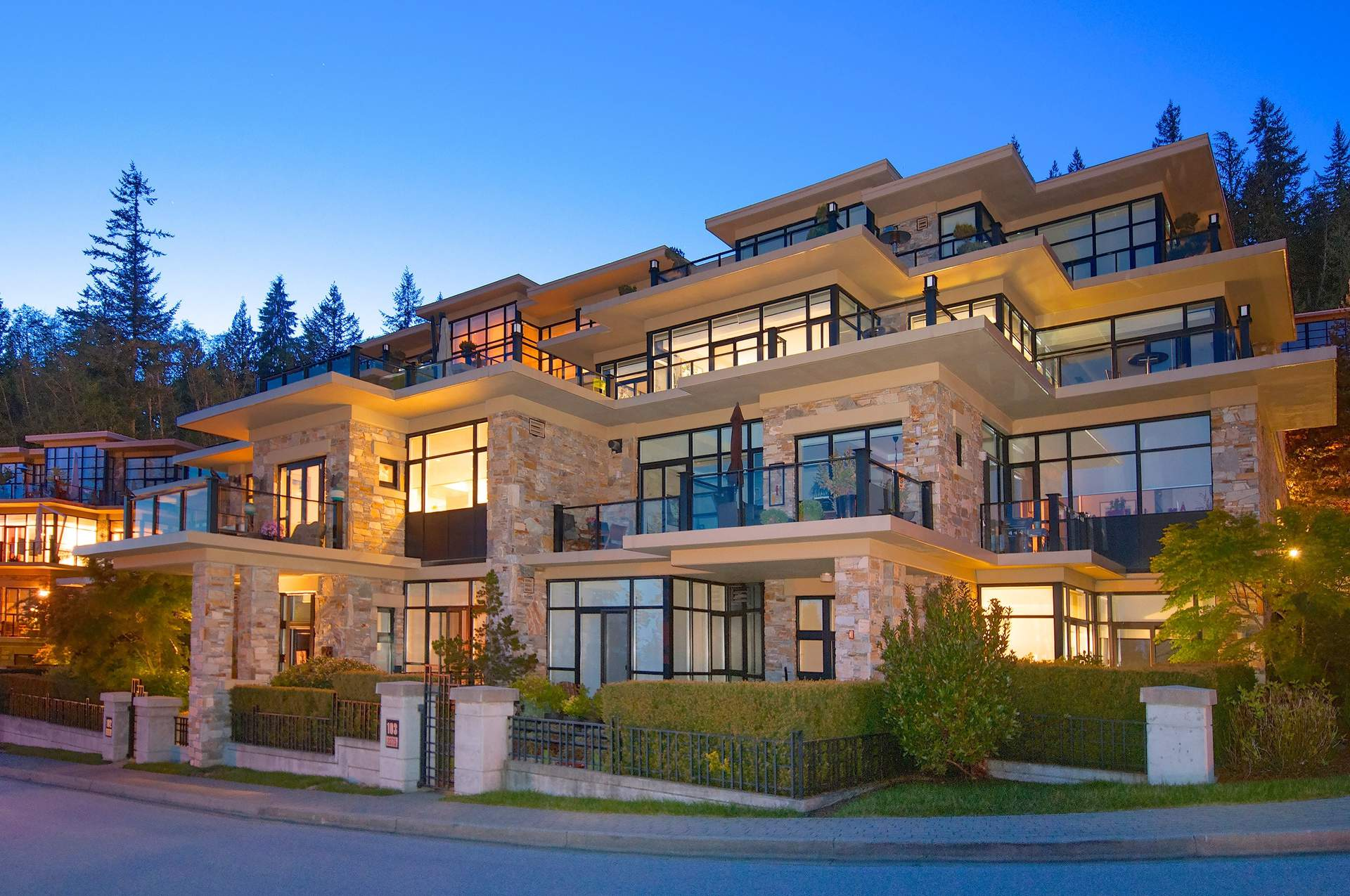 Breathtaking Luxury Townhome – Spectacular Views!