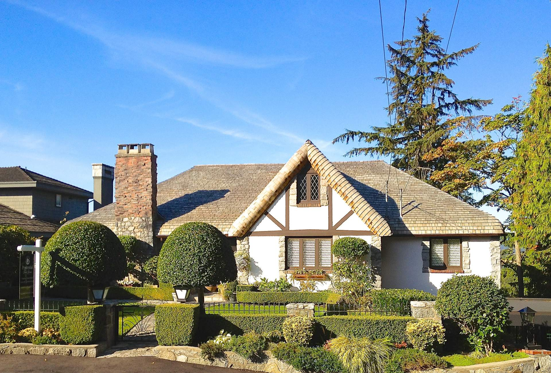West Vancouver's 'Cotswold' Style with Stunning Ocean Views!