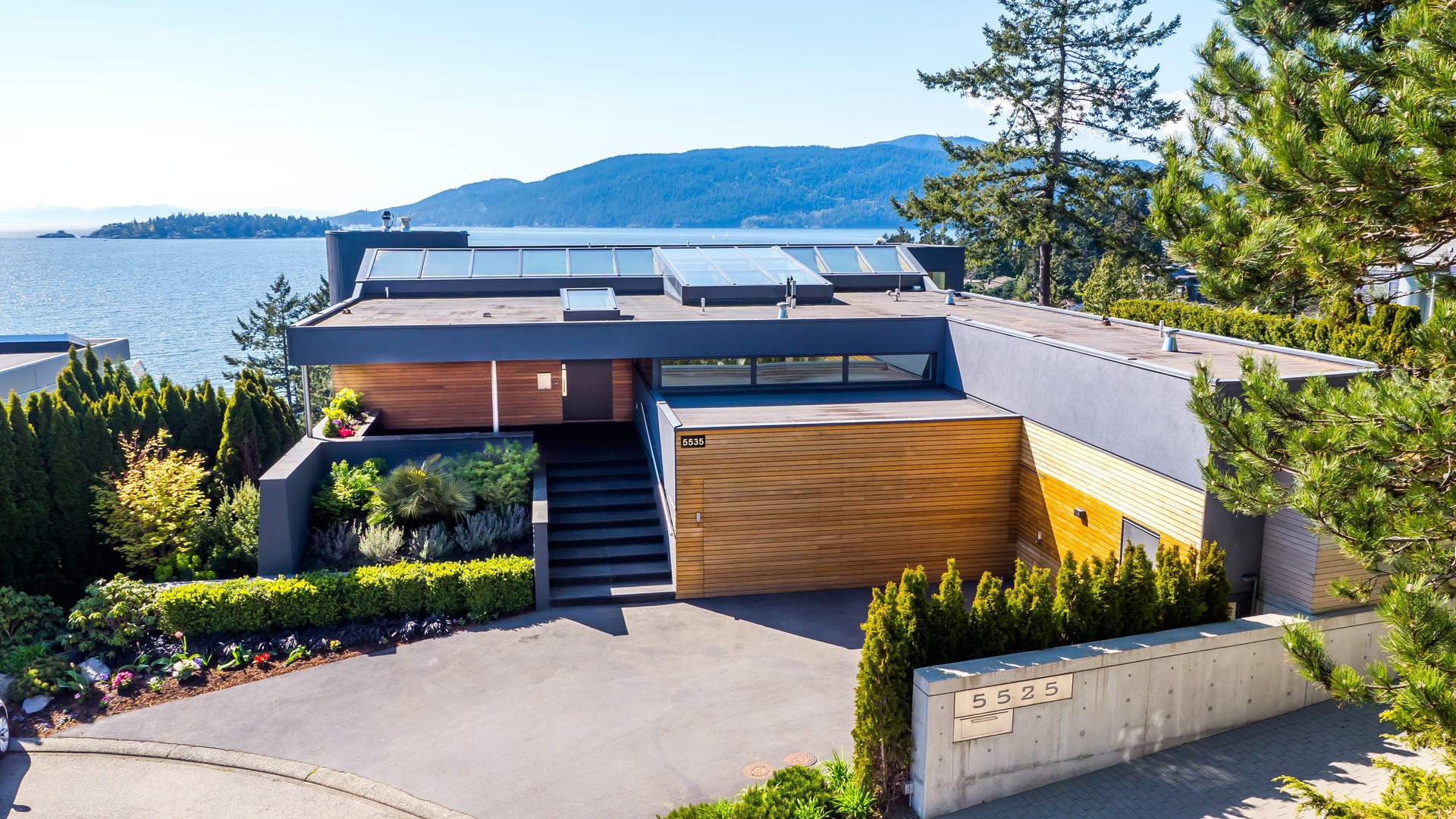 Dramatic New Contemporary Residence with Stunning Views!