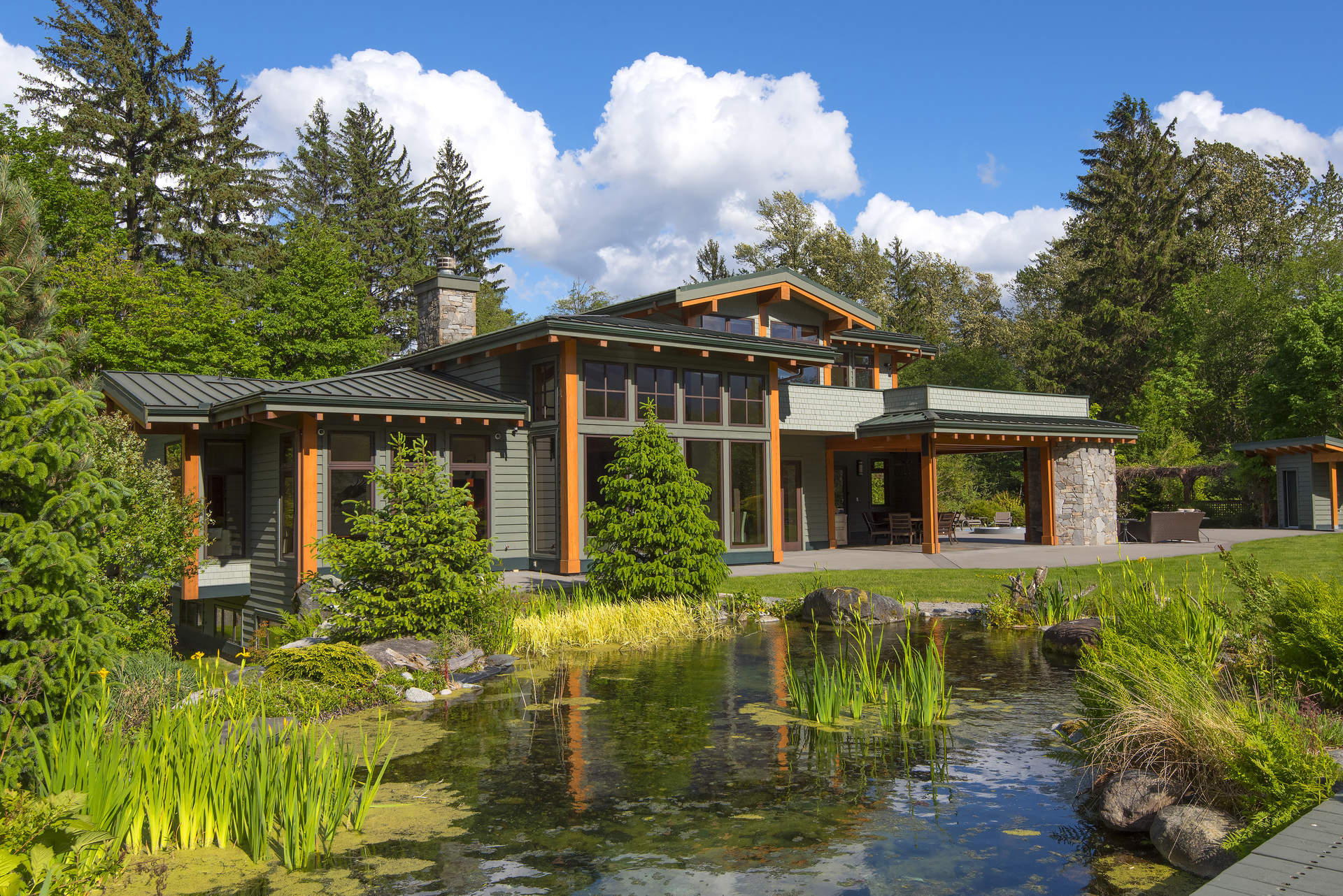World Class Estate along the Majestic Squamish River!