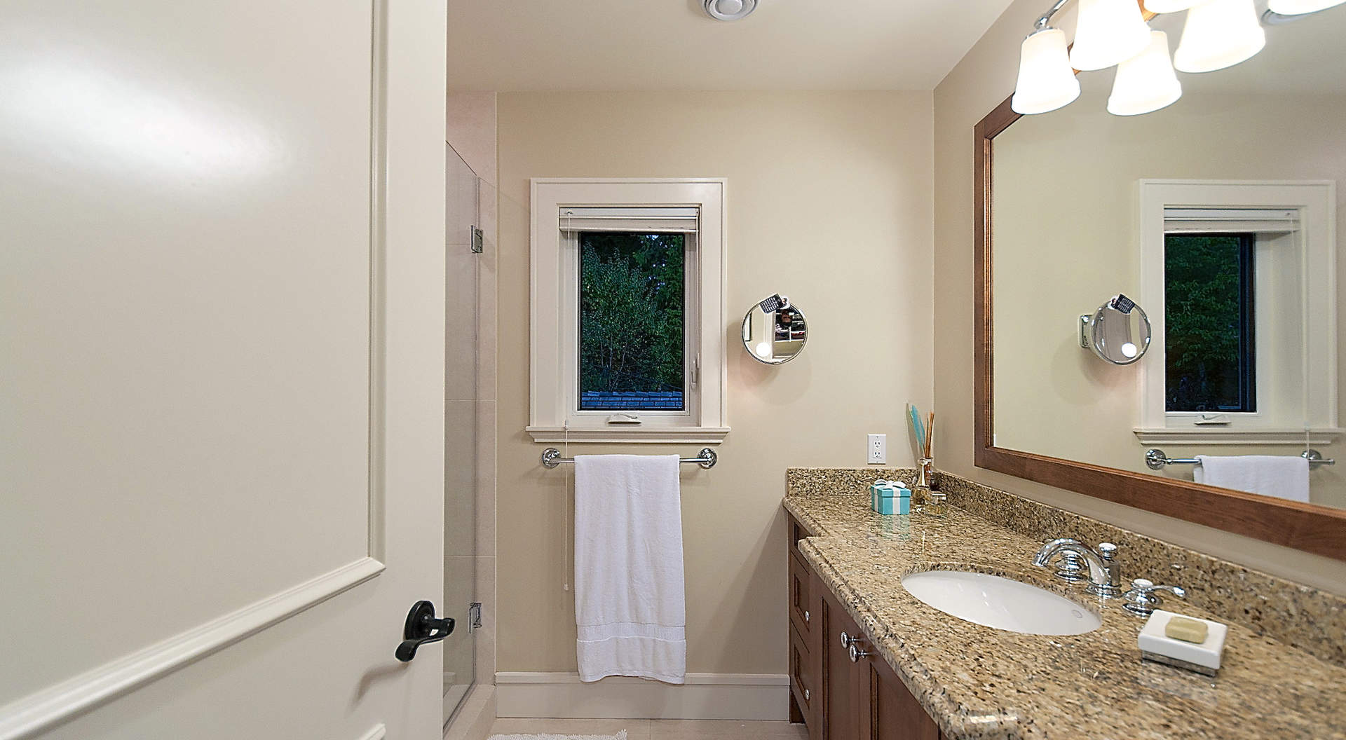 Guest Bathroom #1 - Ensuite