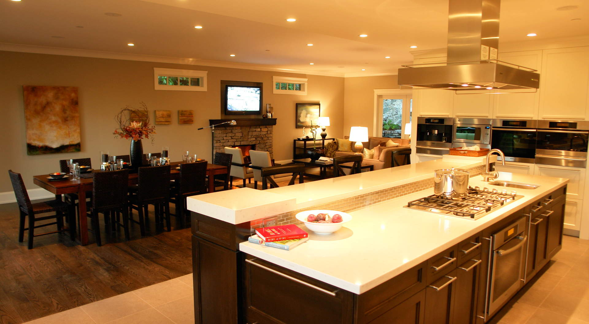 Spectacular Kitchen with Eating Area and Adjacent Family Room