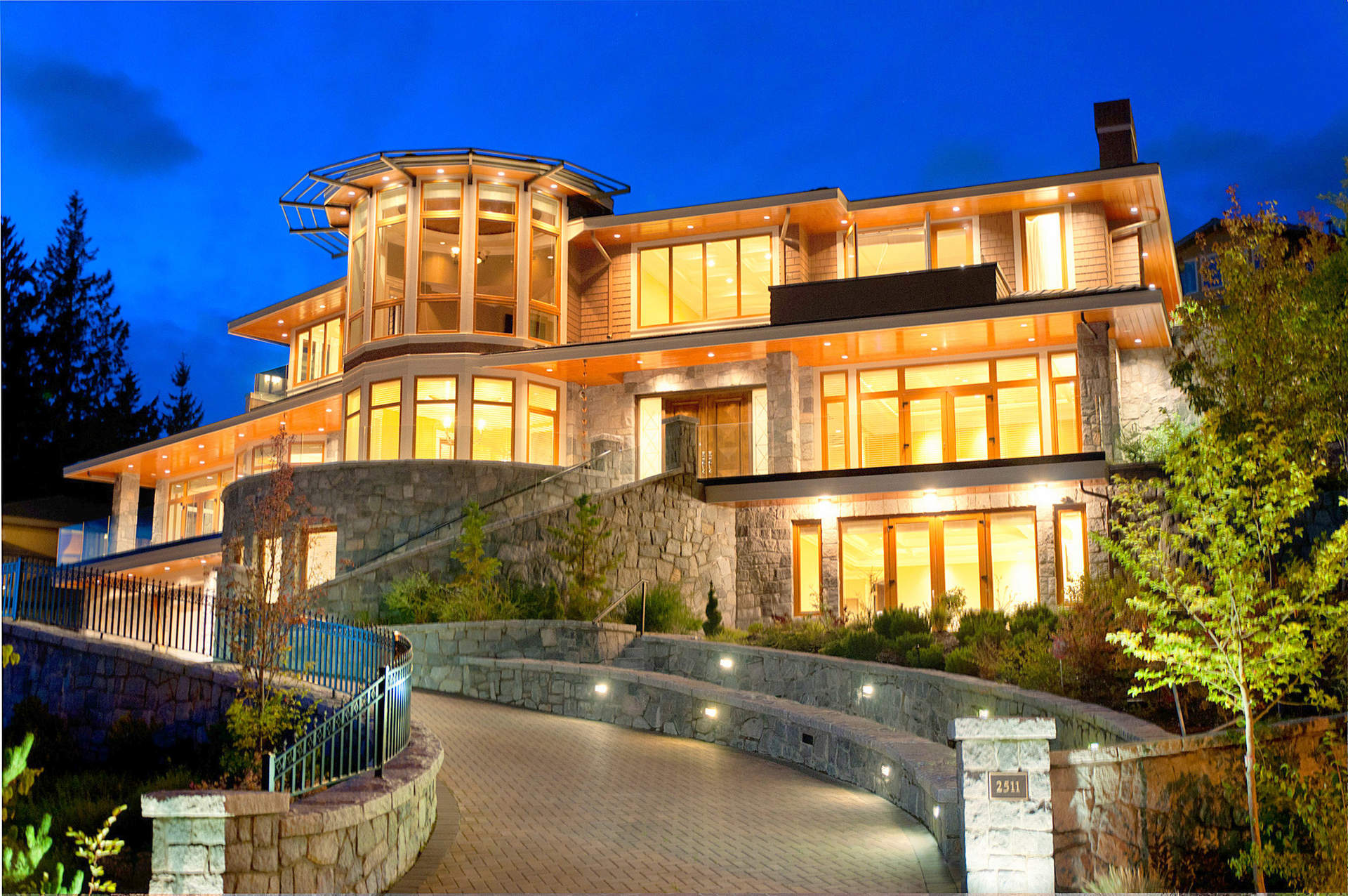 2511 marr creek court west vancouver homes and real for Pictures of luxury homes
